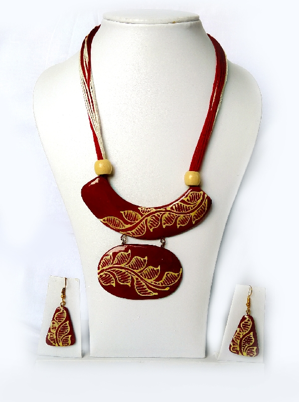 Ceramic pendant Maroon Necklace Set for women and girls